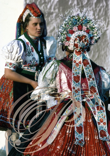 HOLLOKO (Hongrie) - costume traditionnel de mariée