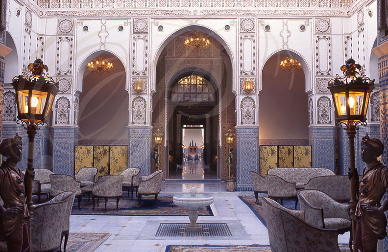 MARRAKECH_PALAIS_ROYAL_salon_murs_en_gebs.jpg