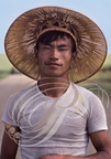 CHINE (Heilongjiang) -  paysan au chapeau de paille traditionnel (portrait)