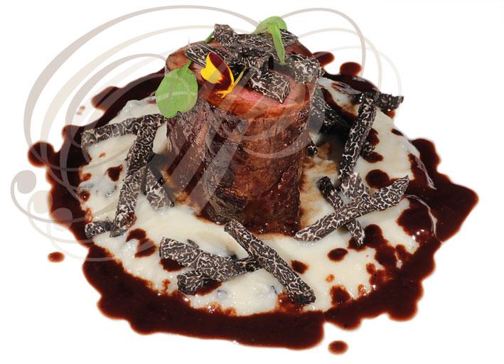 Filet Mignon De Sanglier Batonnets De Truffe Noire Puree De Chou